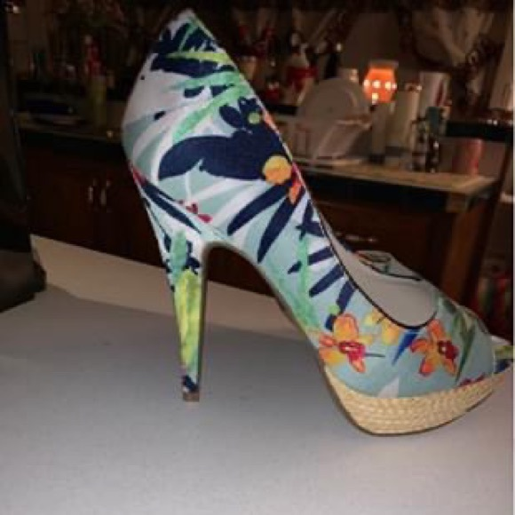 Apt. 9 Shoes - APT.9 High heels size 8. Never worn.